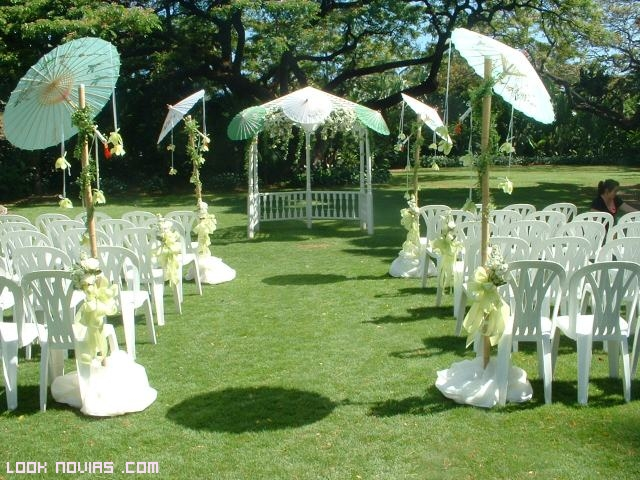 sombrillas para adornar jardines