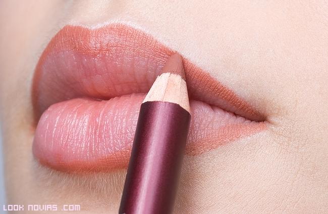Pasos para maquillar labios