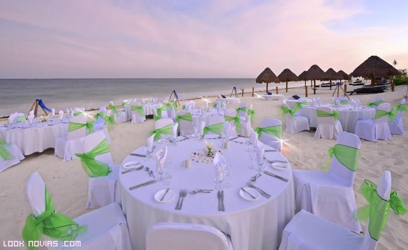 decoración para mesas de bodas en la playa
