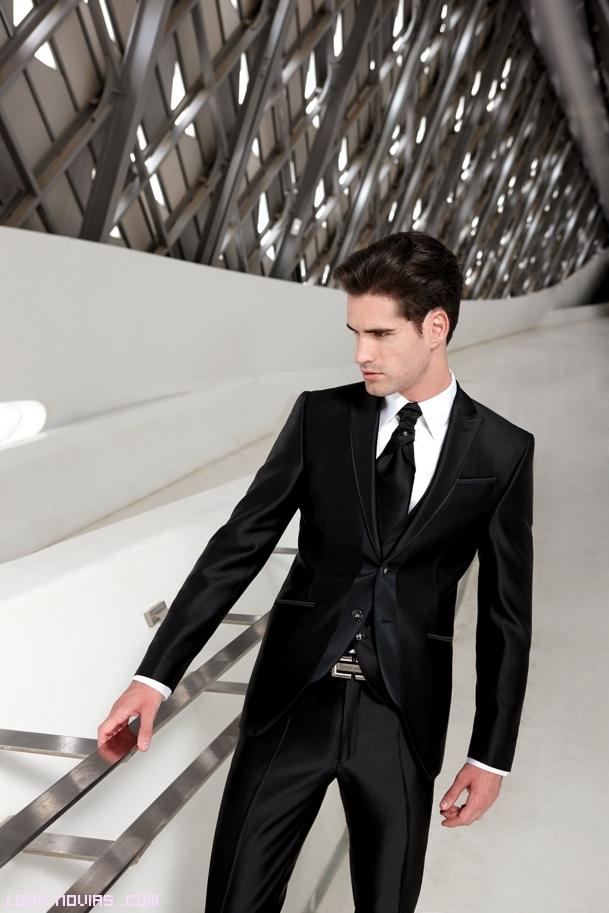Trajes para novio modernos sin corbata for Nudos de corbata modernos