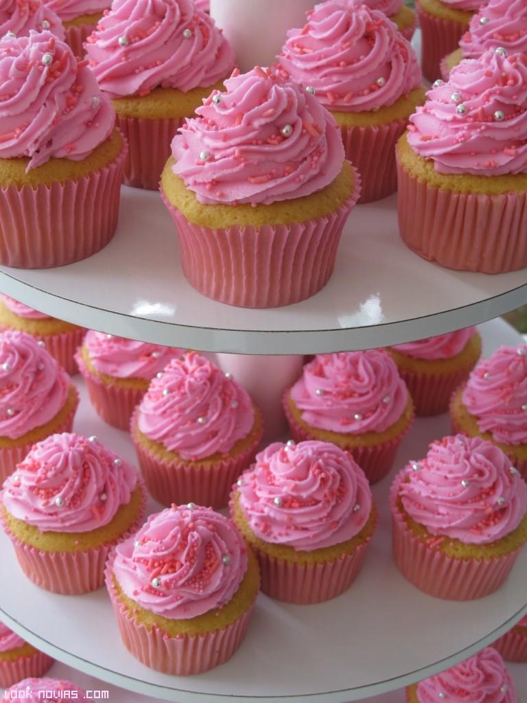 pasteles en color rosa para bodas románticas
