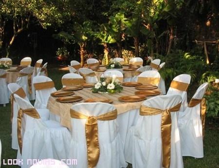 Torta de boda en color blanco para las bodas invierno for Arreglos para boda en jardin