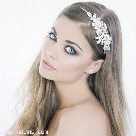 Tocados elegantes para novias 2012