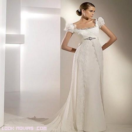 Vestido novia con escote cuadrado