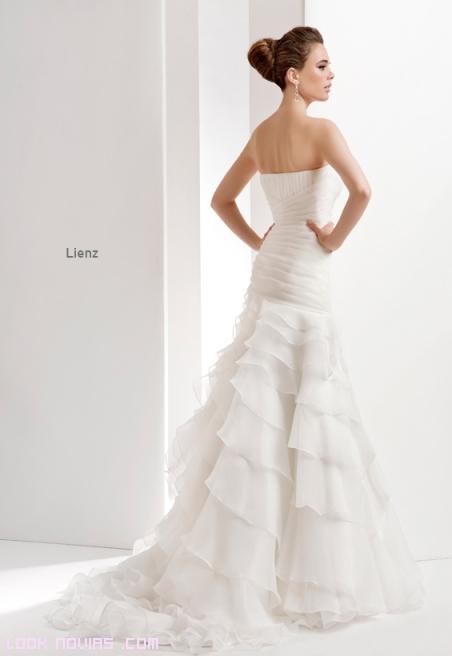 Faldas de novia con amplias colas