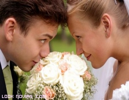novios mirada romántica