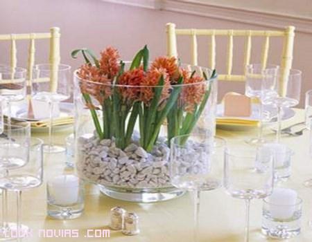Centros de mesa en cristal los m s usados for Decorar jarrones de cristal