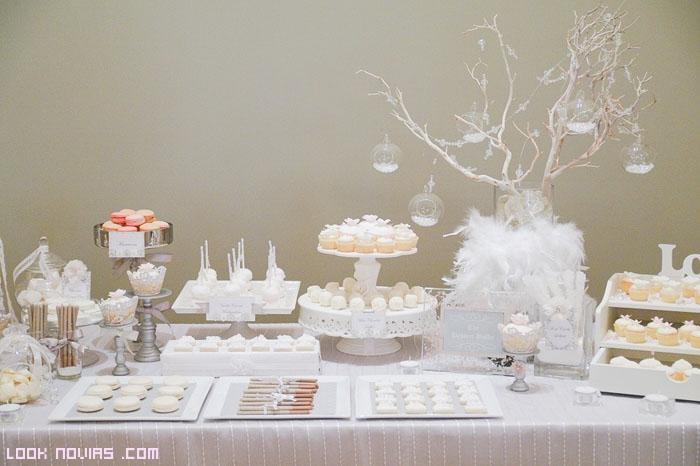 buffet decorado en blanco