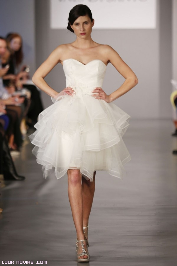 Vestido novia corto vuelo