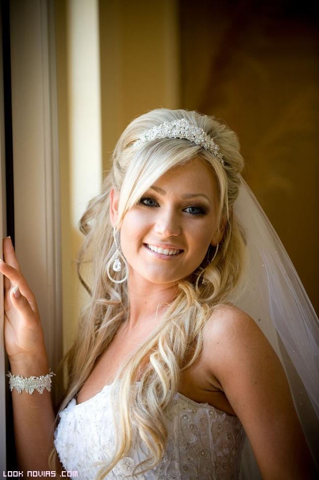 novias con tiara y velo