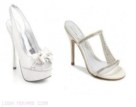 Sandalias con brillantes para novias románticas