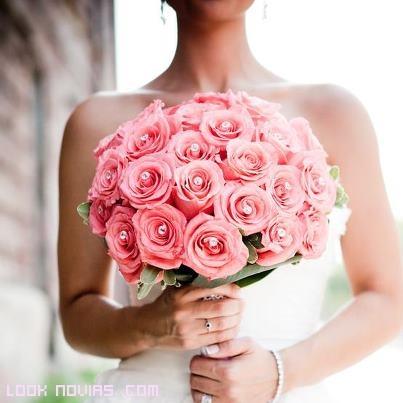 Rosas en rosa para novias