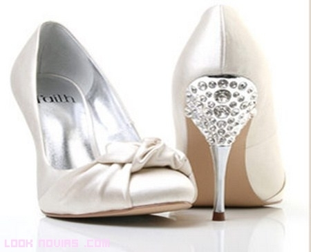 Zapatos para novias elegantes