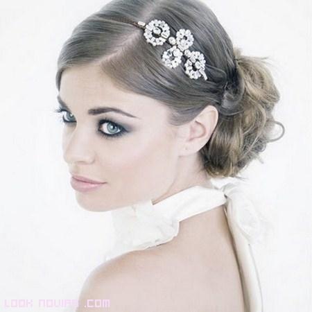 The gallery for peinados de novia con tocado for Tocados elegantes para bodas