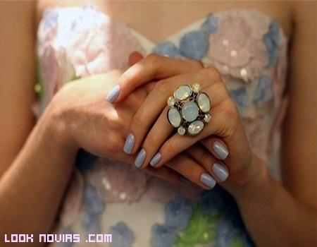 Uñas de color para novias