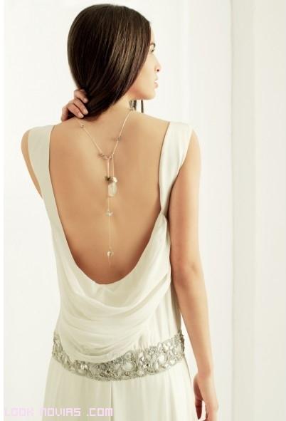 escotes en la espalda drapeados