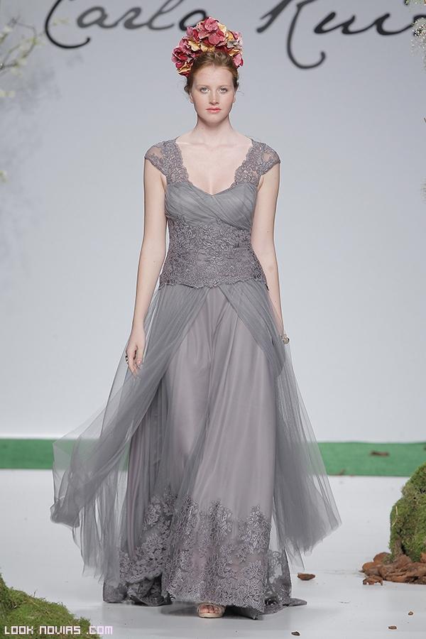 vestido de encaje en color gris