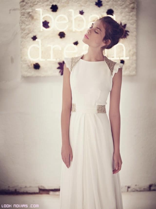 vestidos con adornos en los hombros