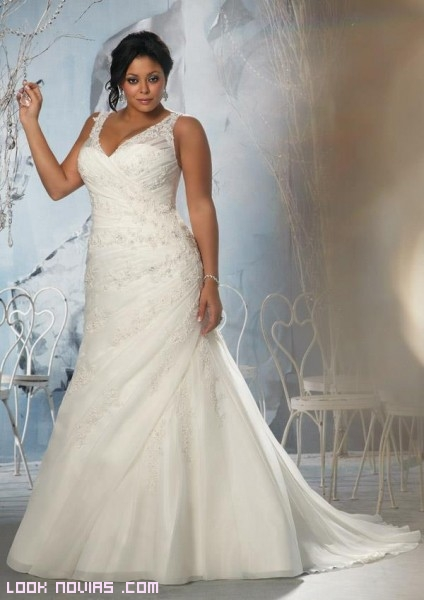 Vestidos de novia drapeados para gorditas