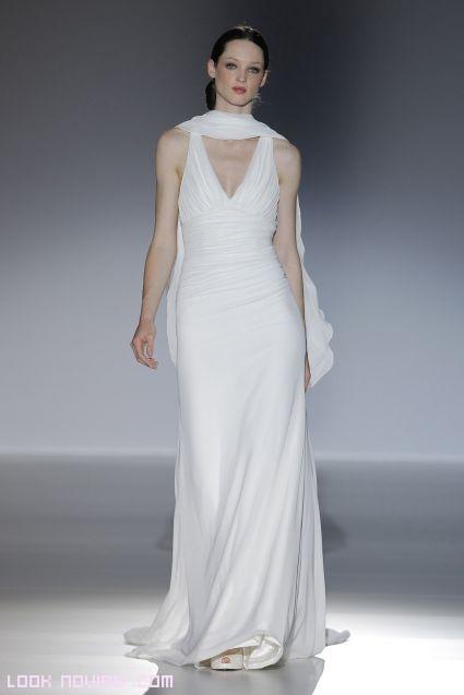vestidos sencillos y plisados para novia