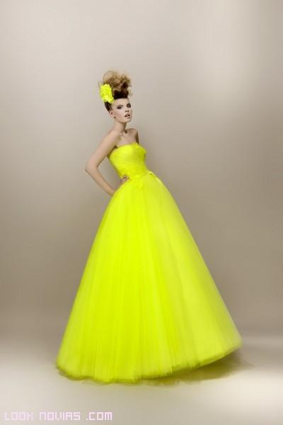 Vestidos de color flúor para bodas