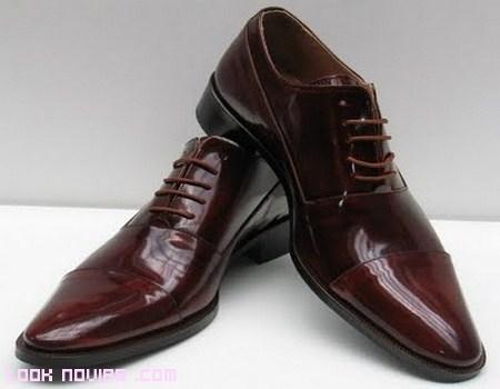 Zapatos de color para novio