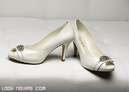 Zapatos para novias sencillas
