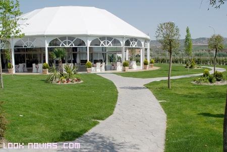 Carpas para bodas en jardines