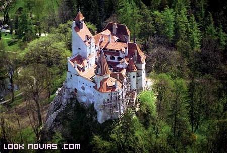 ¿Tu boda en el castillo del Conde Drácula?
