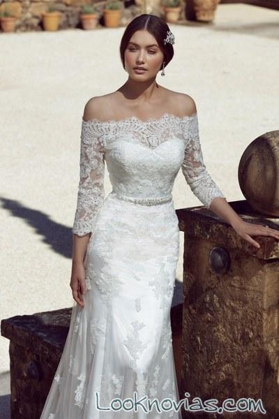 escote de hombros caídos en vestido de novia solano