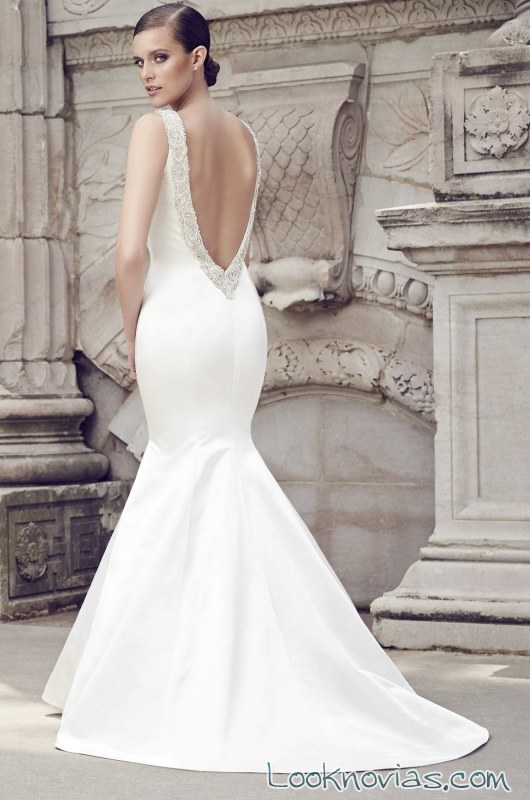 vestidos de novia con escote en la espalda y corte sirena