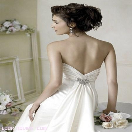 Peinados de novia para escote en la espalda
