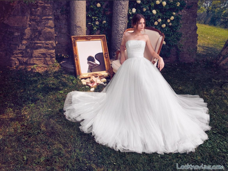 falda con volumen en vestido de novia Papini