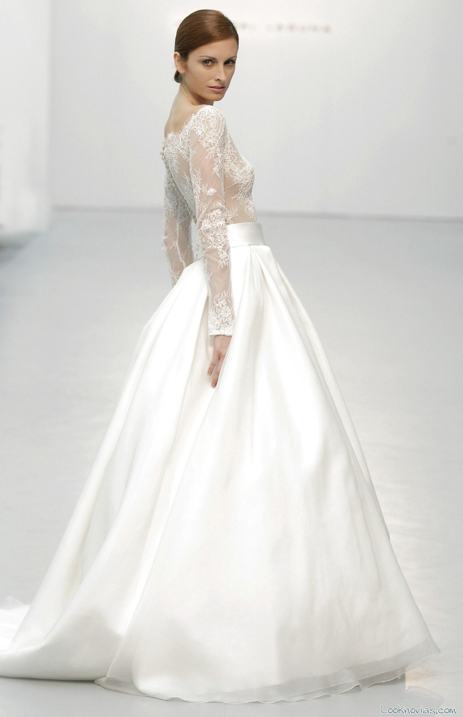 falda satinada con cuerpo transparente