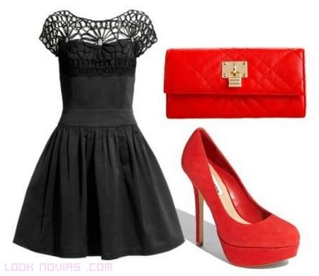 Vestidos negro con zapatos rojos