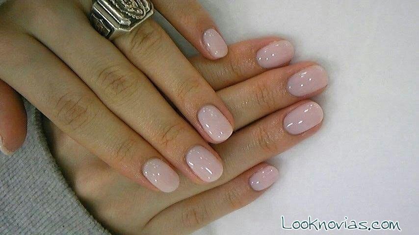 manicura en rosa pastel