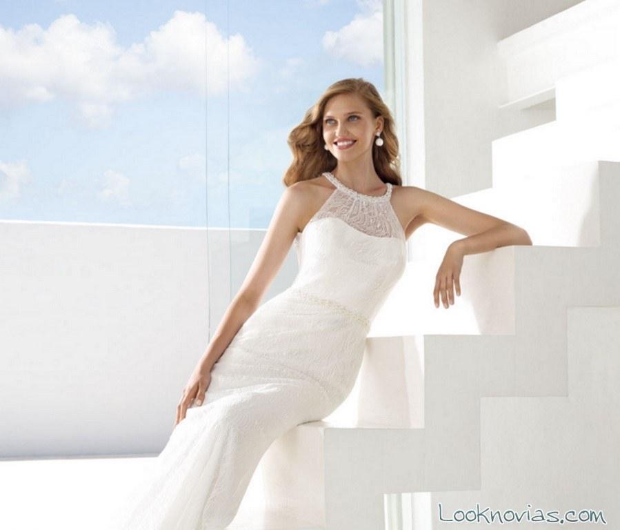 novias con escote halter transparente