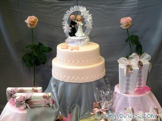 pastel de dos pisos muy elegante para boda