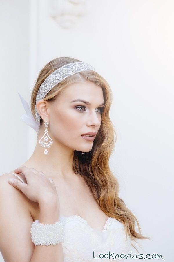peinado de novia coleta lateral con diadema