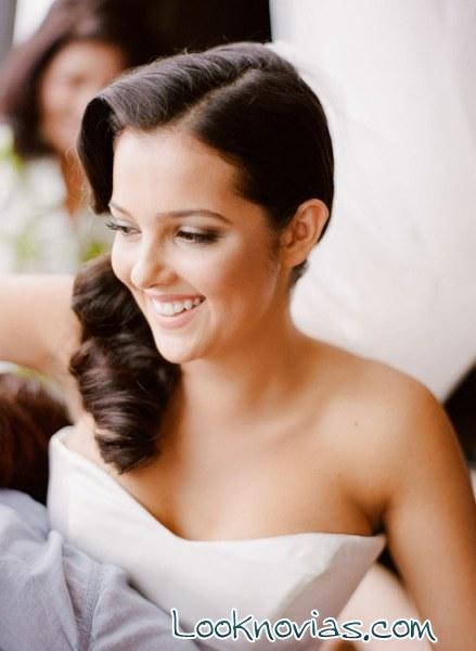 peinado ladeado y sencillo para novia
