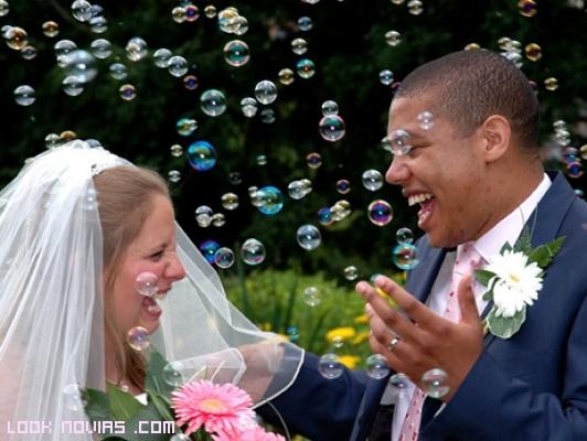 Bodas románticas con burbujas de jabón