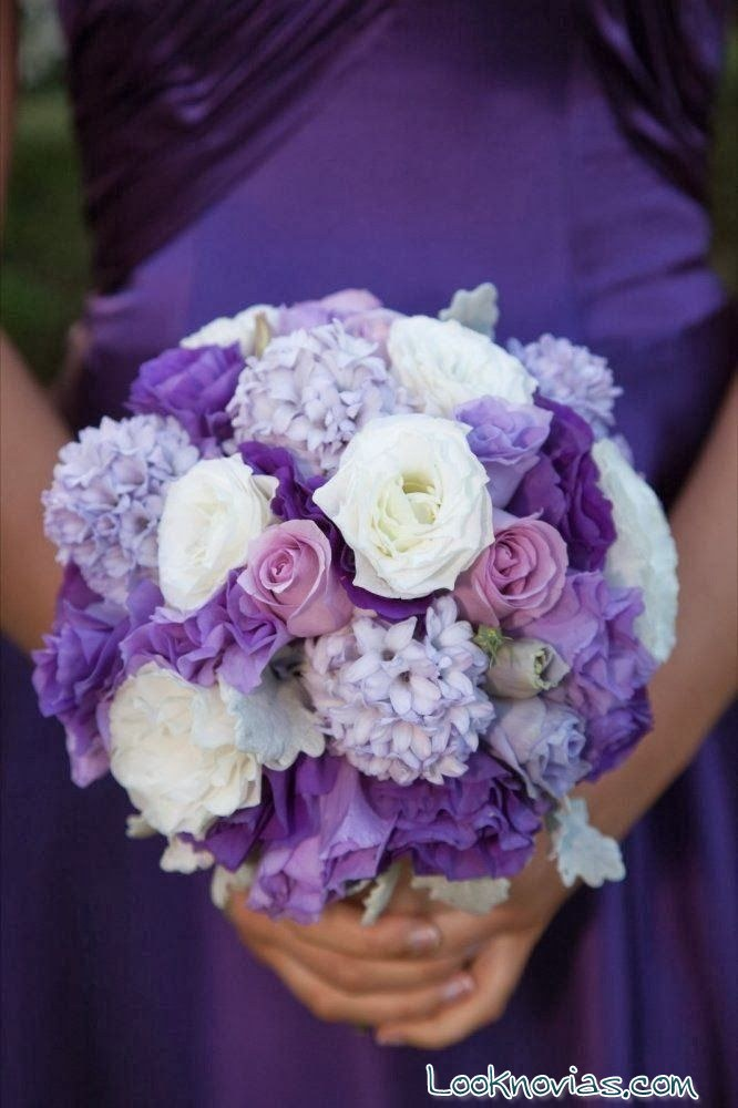 ramo de novia en morado romántico