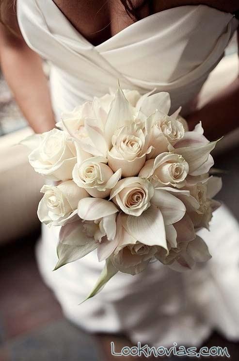 ramo de rosas en color crema