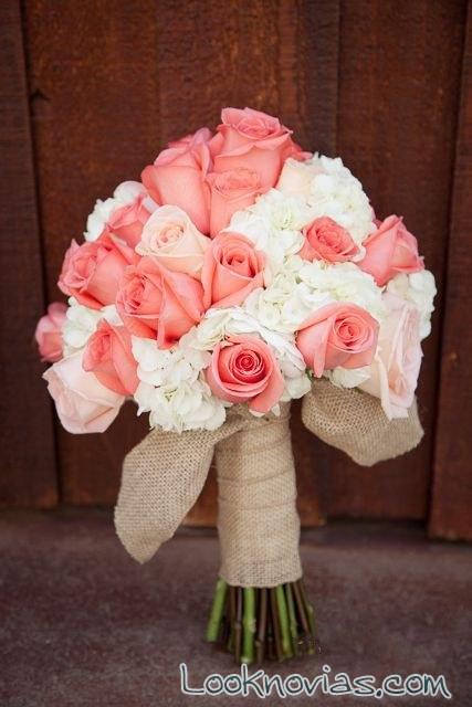 ramo de rosas y hortensias