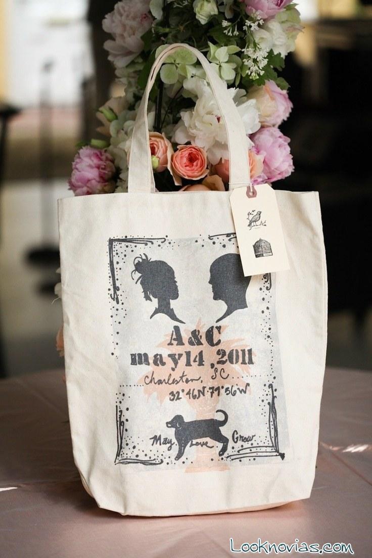 regalos en forma de bolsa para invitados