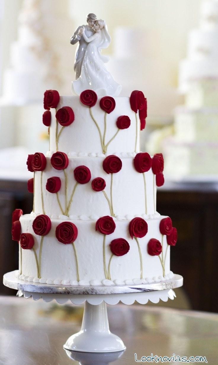 tarta blanca de boda con flores
