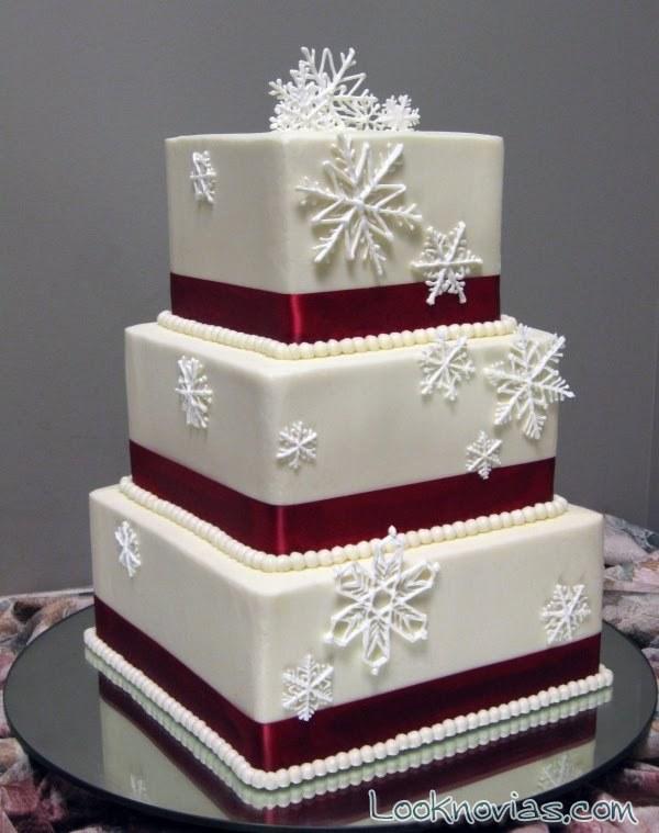 tarta cuadrada con estrellas de nieve