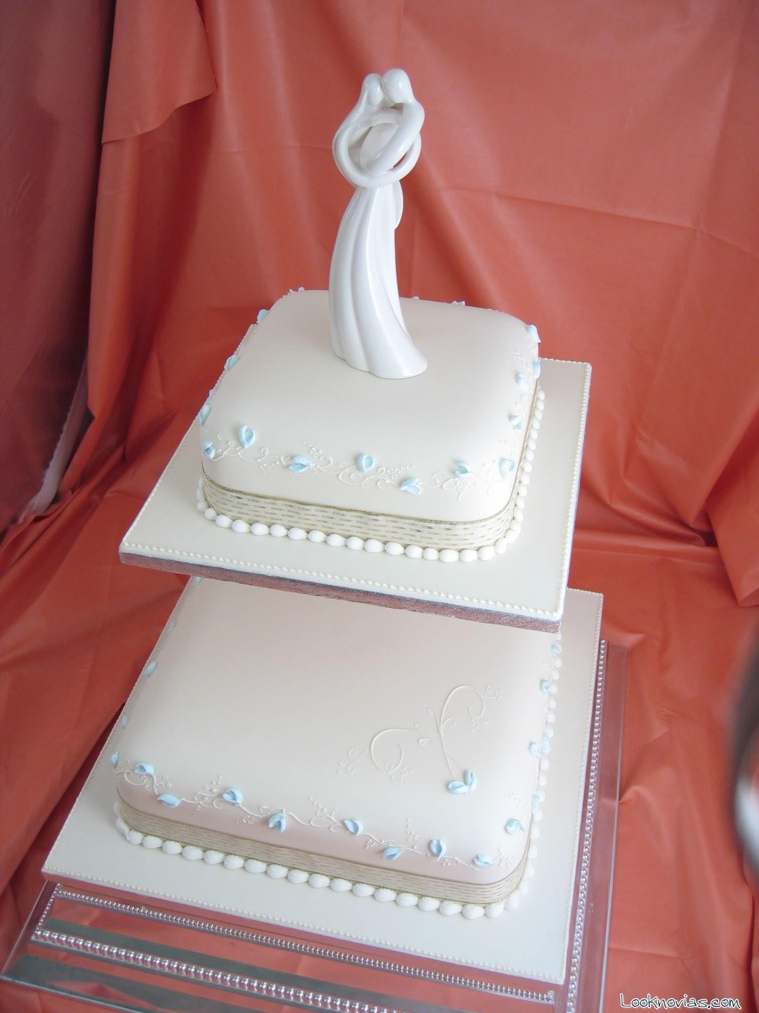 Tartas para boda sencillas en color blanco