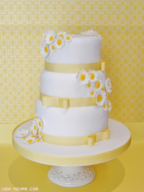 tartas nupciales en blanco y amarillo