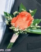 Boutonnieres con rosas para novios